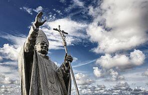 Pielgrzymujący do Santiago de Compostela nie zobaczą pomnika Jana Pawła II. Władze Hiszpanii usunęły statuę papieża