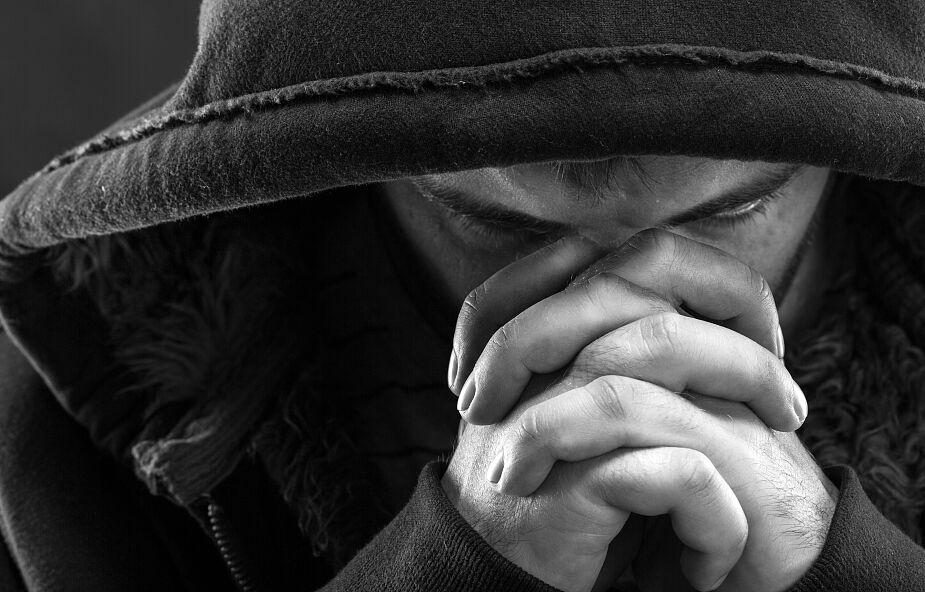 Jezus nie waha się dotykać niedotykalnych, a Jego dotyk jest życiodajny