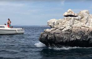 Pływająca wyspa skalna u wybrzeży Marsylii