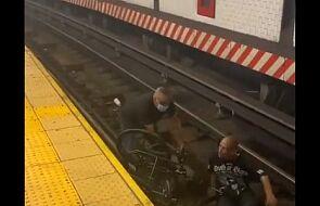 Rzucił się na ratunek, gdy niepełnosprawny mężczyzna na wózku spadł na tory metra