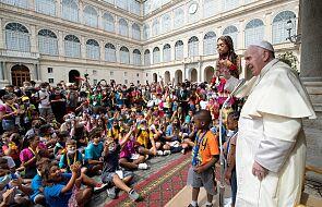 Franciszek do rodzin: szczęście rodzi się ze wspólnoty z innymi