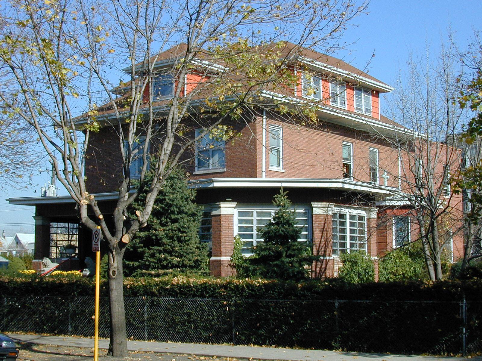Dom Jezuitów na Avers Ave. w Chicago - zasoby własne