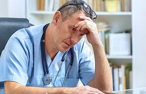 Francja: 3 tys. medyków zawieszonych w obowiązkach przez brak szczepień na COVID-19
