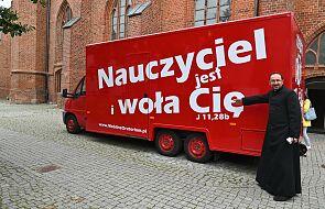 """Food truck przemieniony w """"kaplicę na kółkach"""". Ma dotrzeć w miejsca, gdzie nie ma kościoła"""