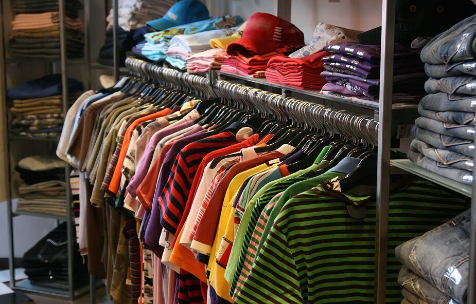 Hiszpańska Caritas prowadzi sklepy odzieżowe, aby pomóc ubogim