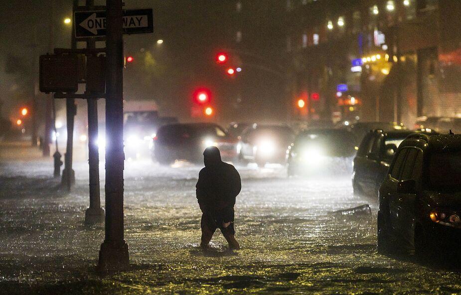 USA: silne opady deszczu i powodzie w Nowym Jorku. Są ofiary śmiertelne