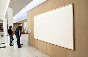 Duński artysta wziął pieniądze za obrazy i oddał puste ramy